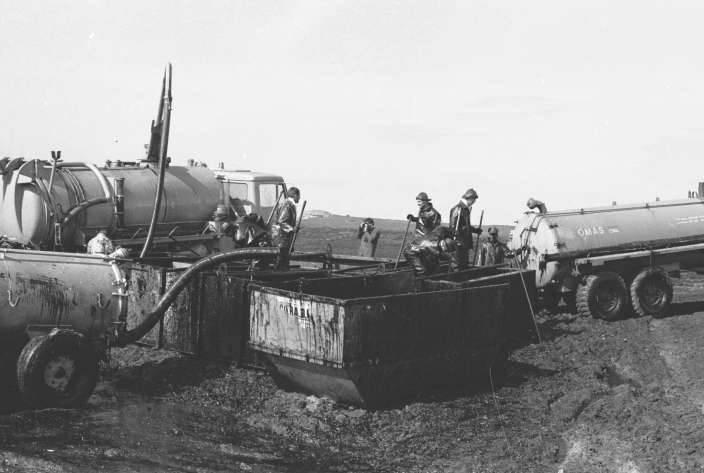 Nettoyage des côtes souillées de pétrole