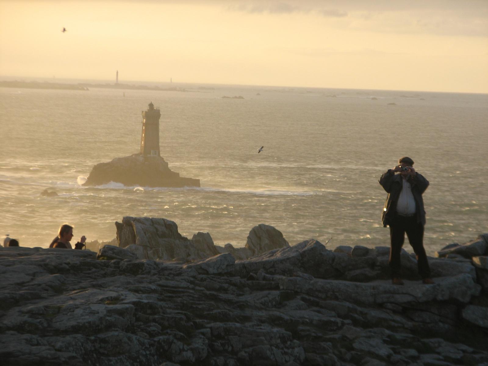 Crépuscule à l'île de Sein vue de la Pointe du Ras