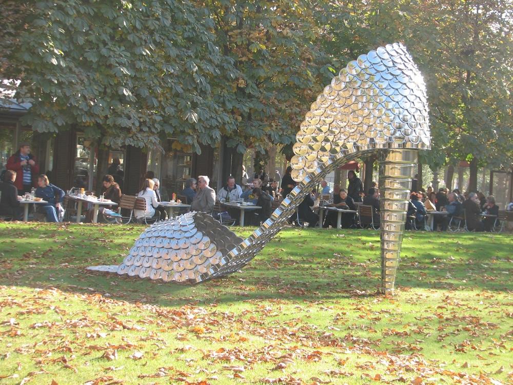 Fiac 2007 - La pelouse n'est pas interdite aux chausses d'art !